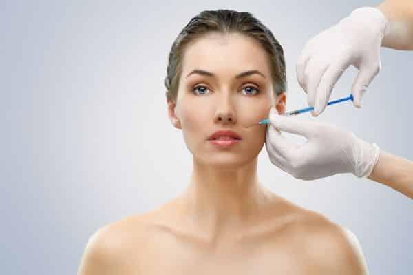 Dr-Rafael-Amador-Revilla-Cirujano-Otorrinolaringologo-especialista-en-Aplicacion-de-Rellenos-Faciales-en-Mexico-001-compressor